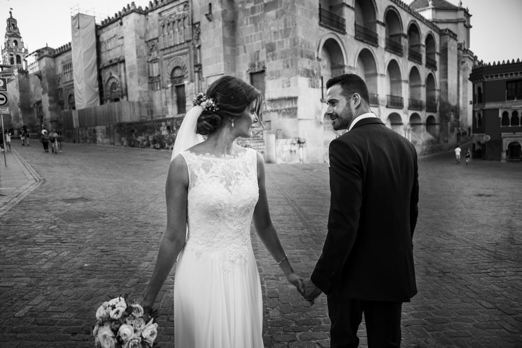 Boda Alcazar y La Bodega, foto de pareja por la mezquita