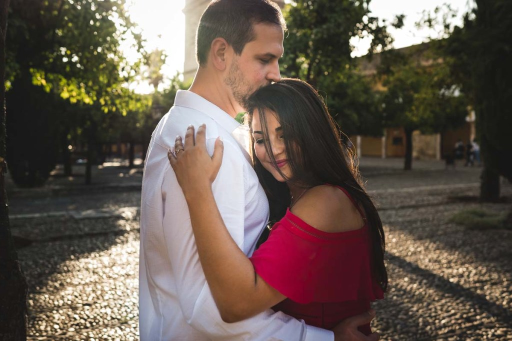Sesión de compromiso en Córdoba, abrazo