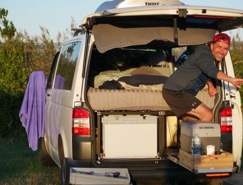 Wie du eine modulare Campervanbox aus schwarzen Aluprofilen für nur 250 € in 2 Tagen baust