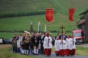 Kirchenzug zur Kapelle