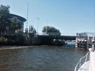 Zwei Brücken mussten in Amsterdam für uns hochgezogen werden