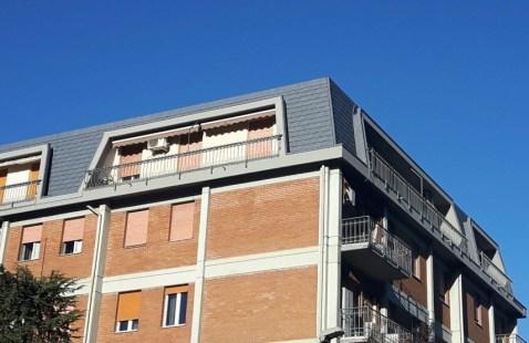 Ricopertura condominio in scandole Prefa