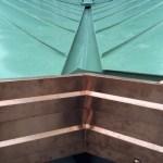 Dettaglio tetto alluminio e lattoneria in rame
