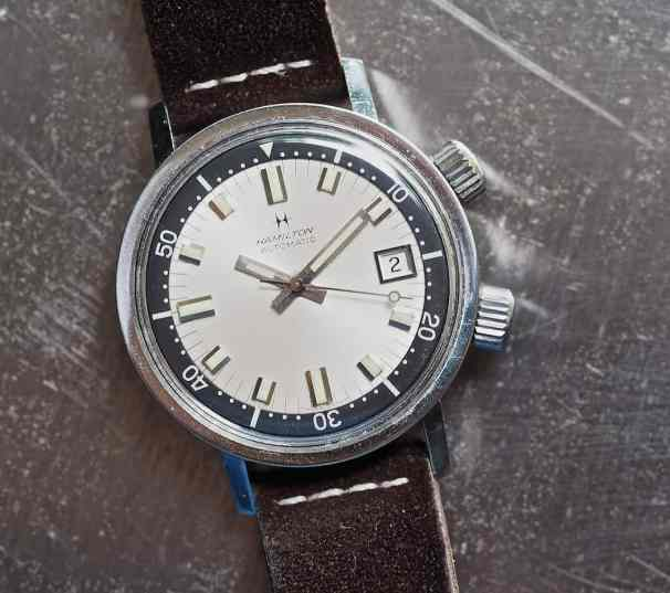 The Hamilton 600 diver features some very prominent crowns