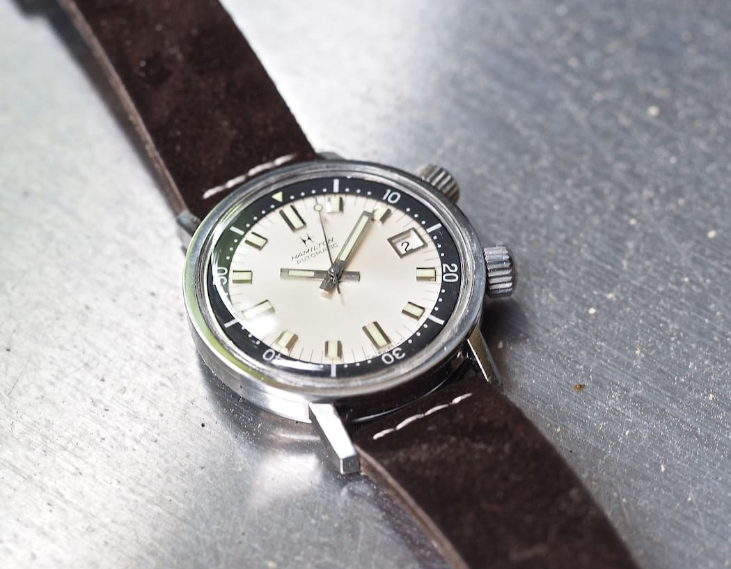 The Hamilton 600 features great details on the dial such as applied indices and a date window surround