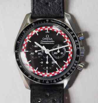 In my opinion, the Speedmaster TinTin looks its best on a simple racing strap