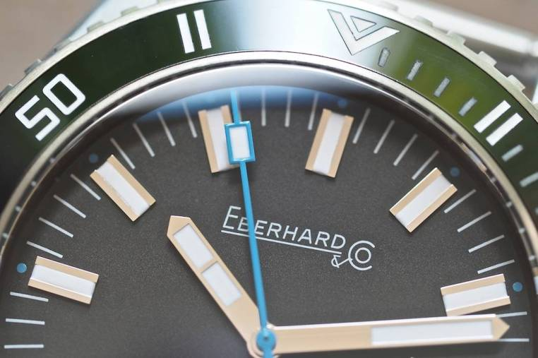 The arrow at 12:00 as well as the minute markers on the bezel through 15 are filled with lume on the Scafograf 300