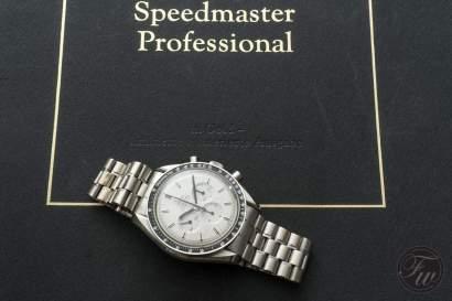 omega-speedmaster-white-gold-08376
