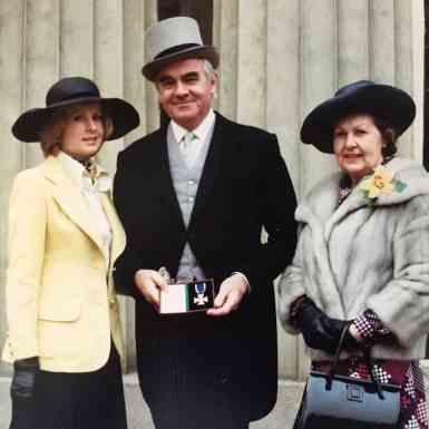 FWW presented MVO at Buckingham Palace by Queen Elizabeth II-1