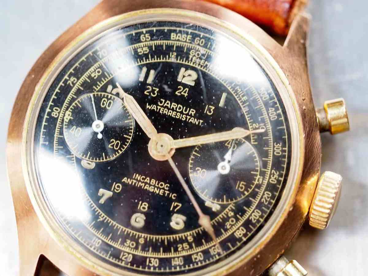 A closer look at the dial and its gilt printing and radium lume
