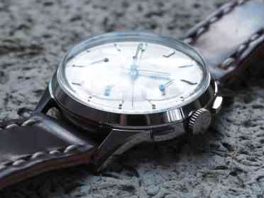 You can see all the applied details on the dial of the Clebar chronograph