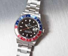 Rolex 16710 GMT-Master II features SuperLuminova