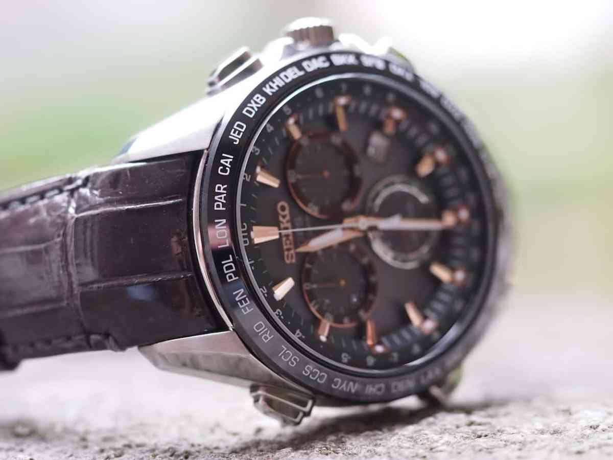 Seiko Astron strap with curved ends