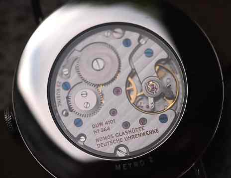 Nomos Metro movement