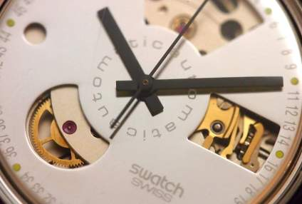 Close-up Swatch Automatic exposed dial