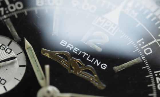 Breitling Navitimer 806 macro