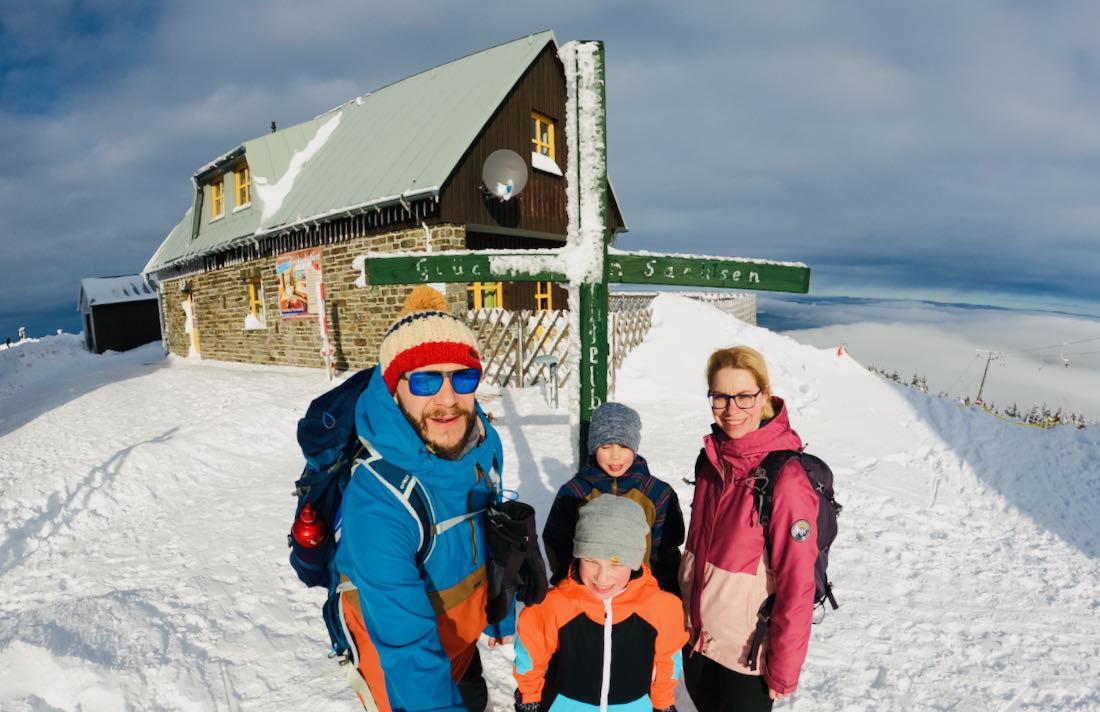 Fravely am Gipfelkreuz vom Fichtelberg