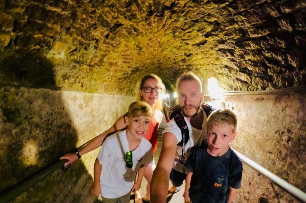 Fravely im Untergrund von Neapel