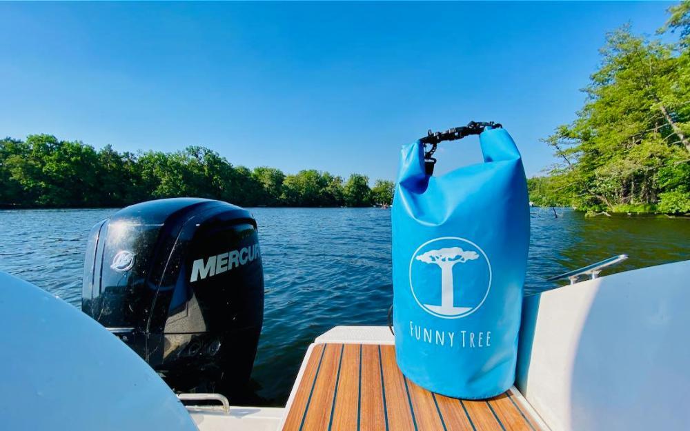 Funny Tree Drybag auf dem Boot