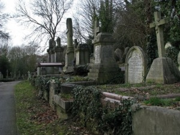 graves-at-highgate-cemetery