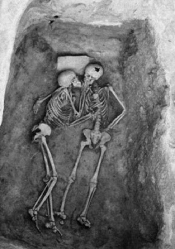 skeleton-couple-discovered
