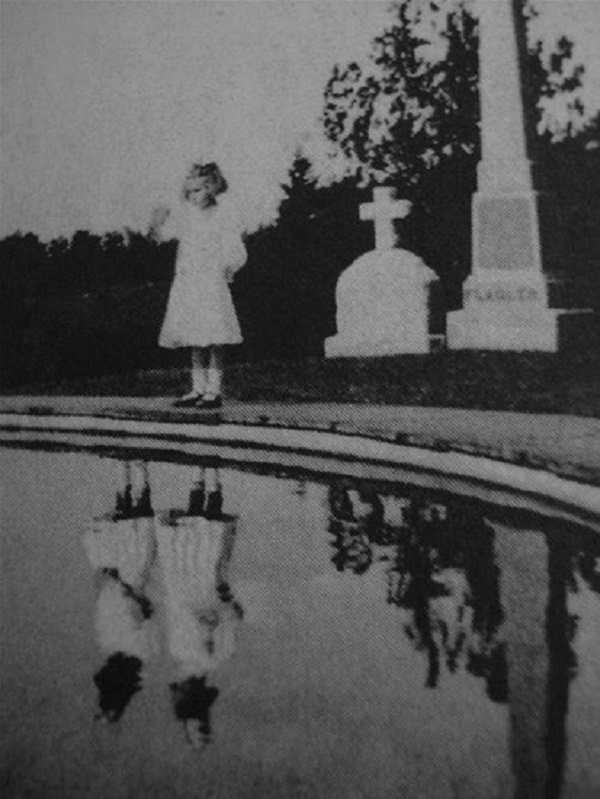 the-reflecting-pool-black-and-white