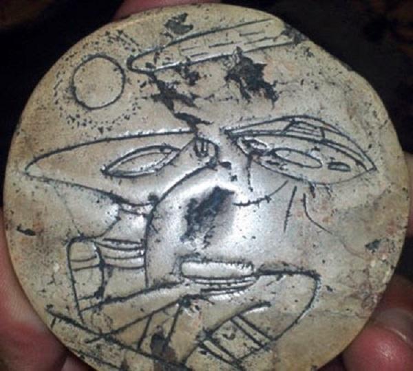 Aztec carving alien ship and alien
