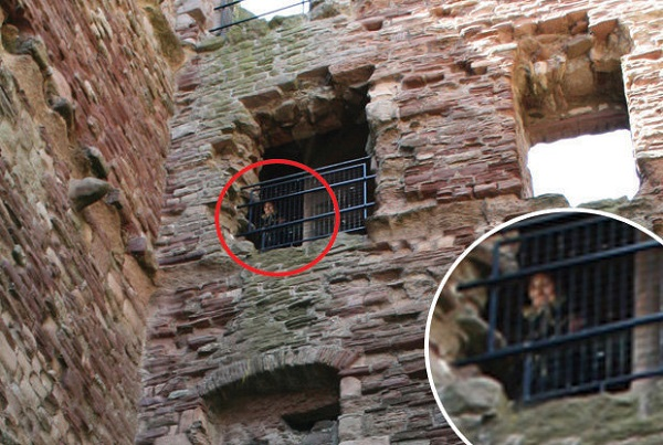 Ghost at Tantallon Castle circles