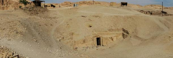Osiris Tomb outside