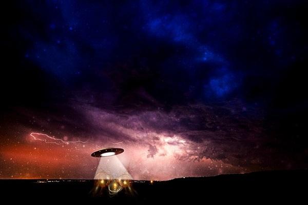 alien saucer in Canada abduction