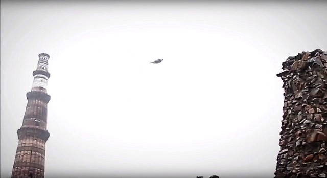 Flying Humanoid Qutub Minar in Delhi