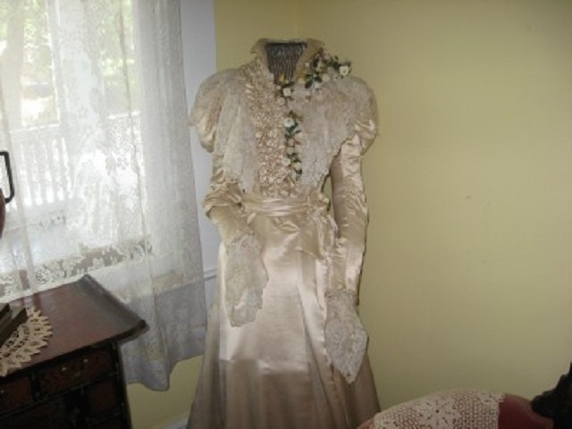 Anna Baker wedding dress