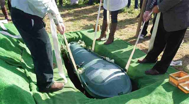 Dead mother gives birth inside coffin