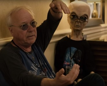 Man Sees UFO from Airplane and Talks to Alien with 8-Inch Fingers