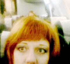 Olesya Podkorytov photobombed by Alien on plane