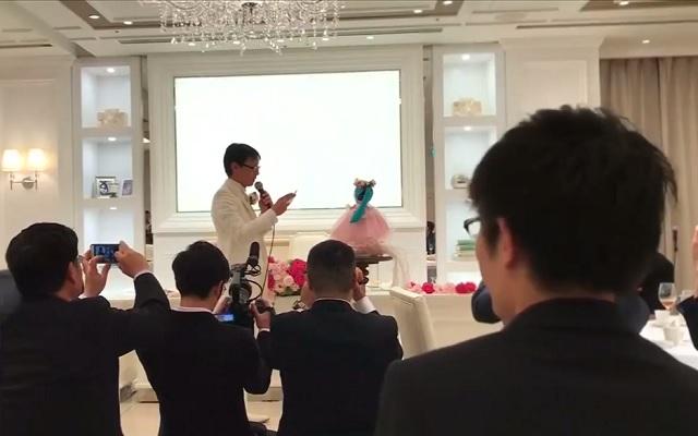 Akihiko Kondo marries Hatsune Miku