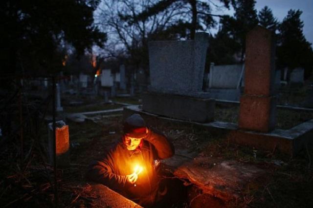 Bratislav Stojanovic living in cemetery