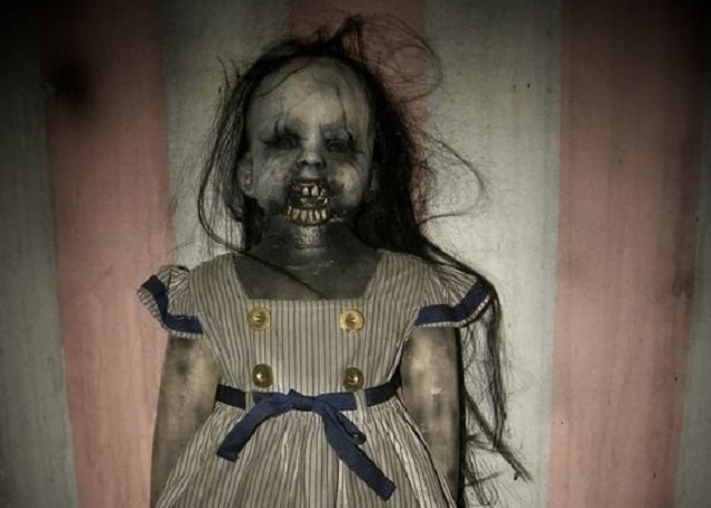 Poupée hantée effrayant