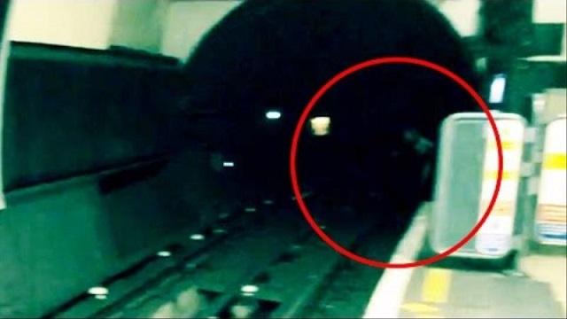 Tunnel de métro Apparition Londres