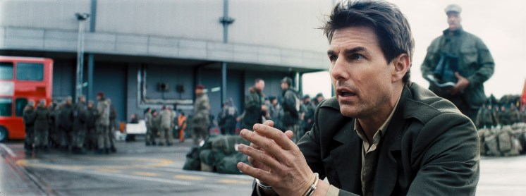 EDGE OF TOMORROW images courtesy of Warner Bros.