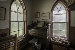 Abandoned Ontario House Pump Organ, abandoned, abandoned photography, abandoned places, creepy, decay, derelict, Freaktography, haunted, haunted places, photography, urban exploration, urban exploration photography, urban explorer, urban exploring