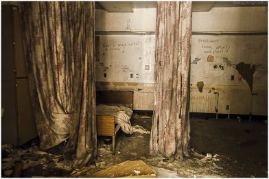 Ontario Abandoned Psychiatric Hospital - Freaktography