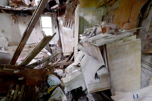 Abandoned Antique House (12)