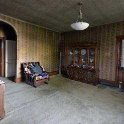 room inside an abandoned house