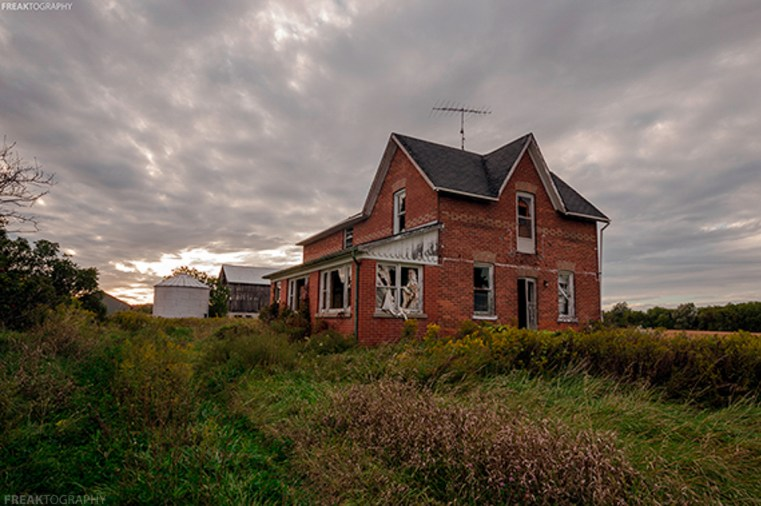 Abandoned Houses, Creepy houses, Freaktography, Halloween, abandoned, abandoned building, abandoned farmhouse, abandoned ontario, abandoned photography, abandoned places, aontario urban exploring, clouds, creepy, curtains, decay, derelict, farmhouse, freaktography.com, grass, haunted, haunted houses, haunted places, housing market, huffington post, milton ontario, ontario, ontario abandoned hoses, ontario abandoned places, ontario canada, ontario farm land, ontario farms, photoblog, photography, scary houses, urban exploration, urban exploration photography, urban explorer, urban exploring, urban exploring photography, urbex, urbex photography