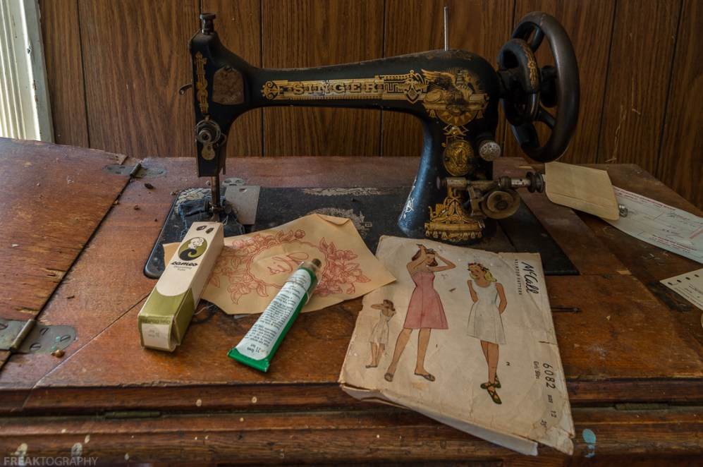 Freaktography, abandoned, abandoned photography, abandoned places, antique sewing, creepy, decay, derelict, freaktography.com, haunted, haunted places, photography, sewing, sewing kits, singer sewing machine, urban exploration, urban exploration photography, urban explorer, urban exploring