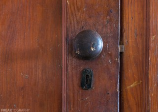Freaktography, abandoned, abandoned photography, abandoned places, creepy, decay, derelict, door knob, ford assembly, freaktography.com, haunted, haunted places, photography, urban exploration, urban exploration photography, urban explorer, urban exploring