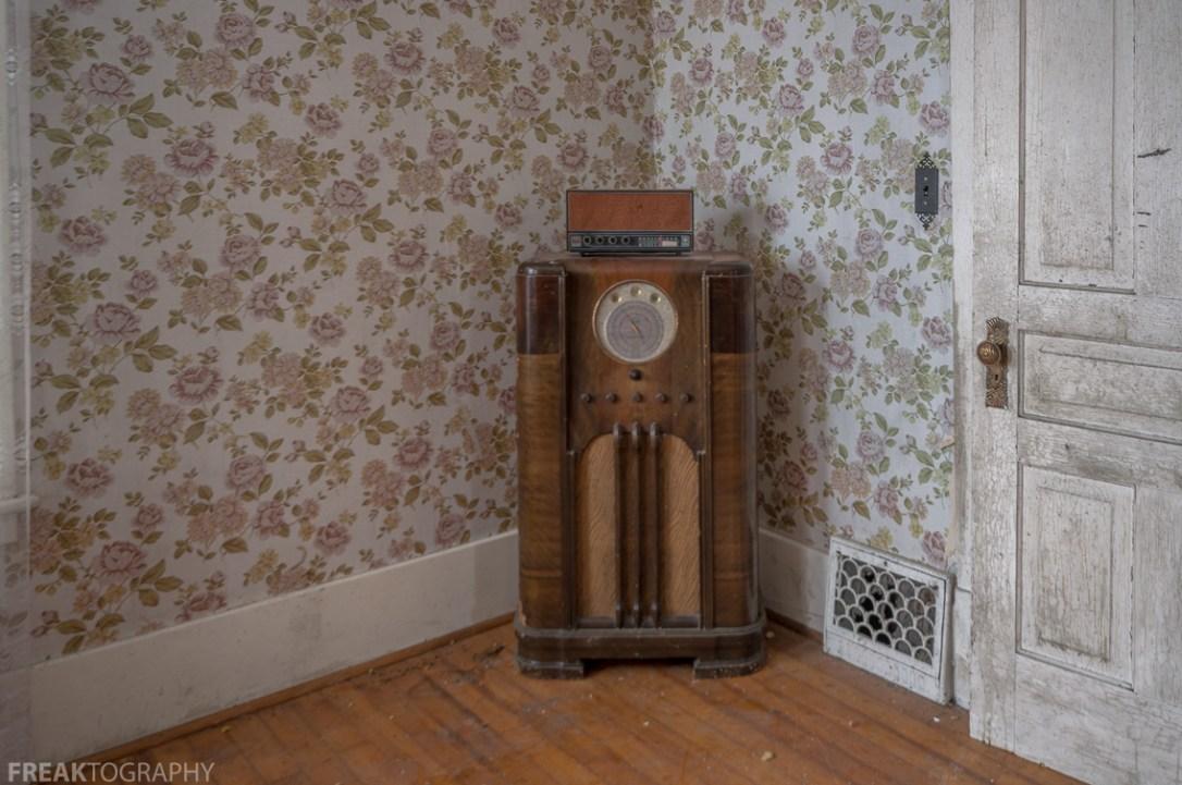 Freaktography, abandoned, abandoned photography, abandoned places, antique radio, creepy, decay, derelict, haunted, haunted places, old radio, photography, radio, urban exploration, urban exploration photography, urban explorer, urban exploring