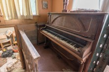 Piano in a hallway in the perfectly preserved abandoned time capsule house. Urban Exploring Gallery of a Perfectly Preserved Abandoned Time Capsule House in Ontario, Canada by Freaktography. Canadian Urban Exploration Photographer