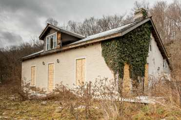 abandoned woodhill heritage house